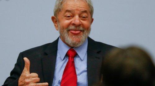 ['Lula, você é um tesão', declara atriz ao encontrar ex-presidente pela primeira vez]