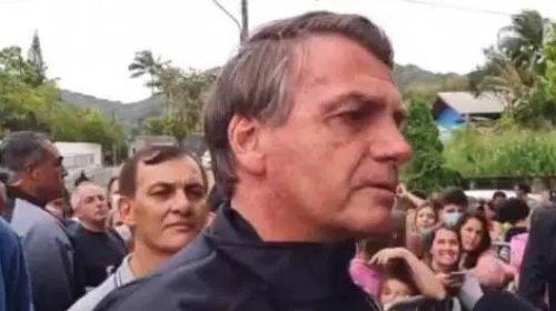 """[Bolsonaro diz que foi barrado em jogo do Santos e Grêmio por não estar vacinado: """"Pra que isso...]"""