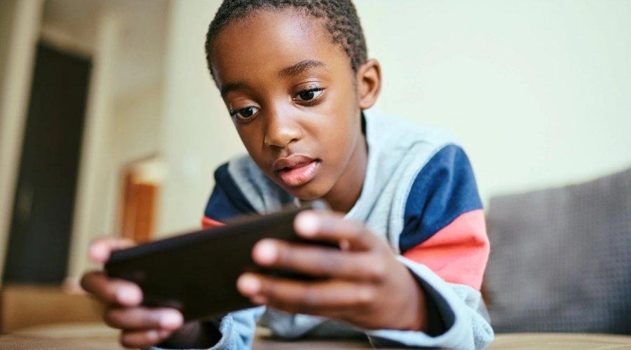 [Estudiosas alertam para uso consciente de telas por crianças e adolescentes]