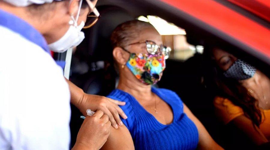 [Vacinação contra Covid-19 é suspensa em Salvador nesta segunda e no feriado de terça]