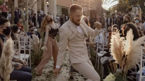 [Noivo brasileiro chama a atenção de Justin Timberlake ao dançar durante entrada de casamento n...]